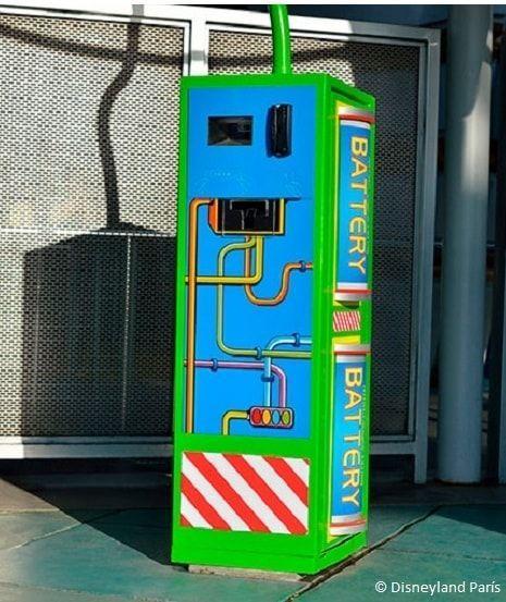 Máquina de obtención de tickets Fastpass de la atracción Buzz Lightyear de Eurodisney