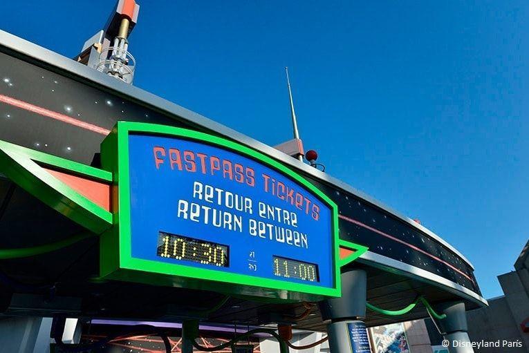 Rótulo de los tickets Fastpass en la atracción Buzz Lightyear de Eurodisney